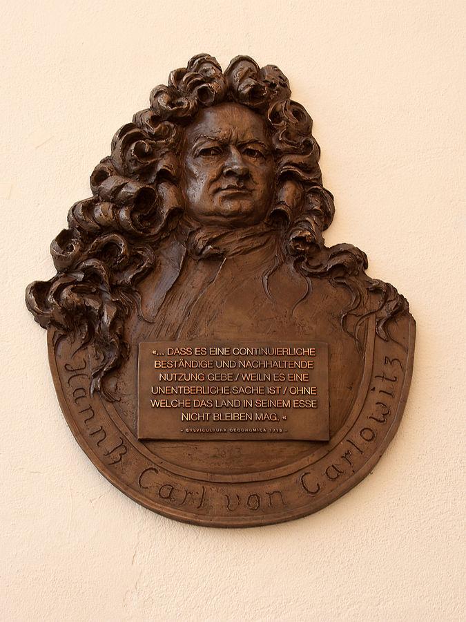 Das Prinzip der Nachhaltigkeit wurde erstmals 1713 von Hans Carl von Carlowitz schriftlich formuliert. The principle of sustainability was first mentioned in 1713 by Hans Carl von Carlowitz.